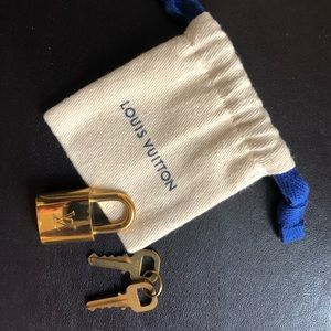 Mini accessory padlock for LV bags